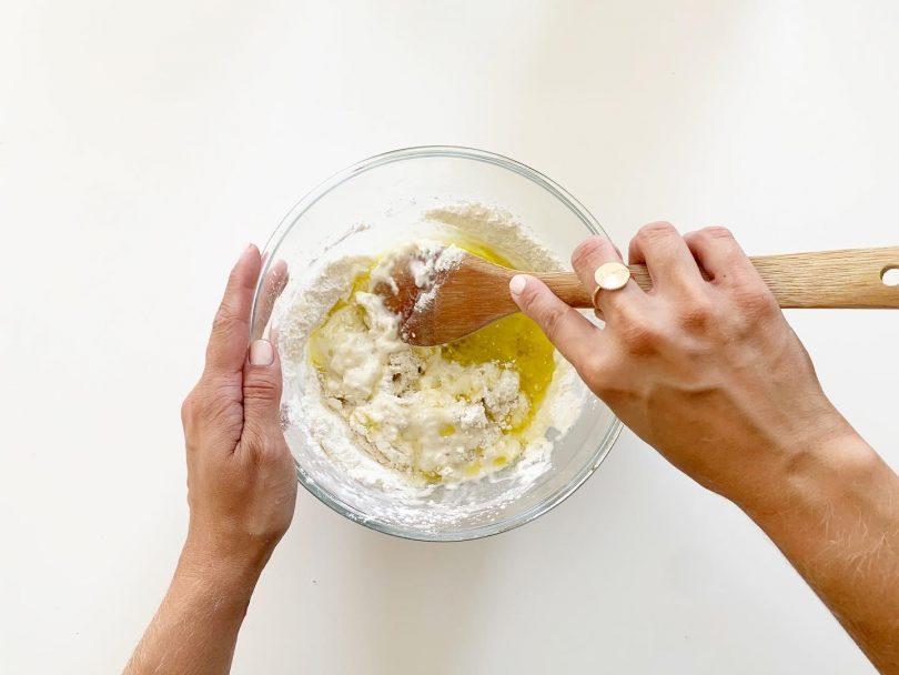 etape 2 : ajouter huile et eau