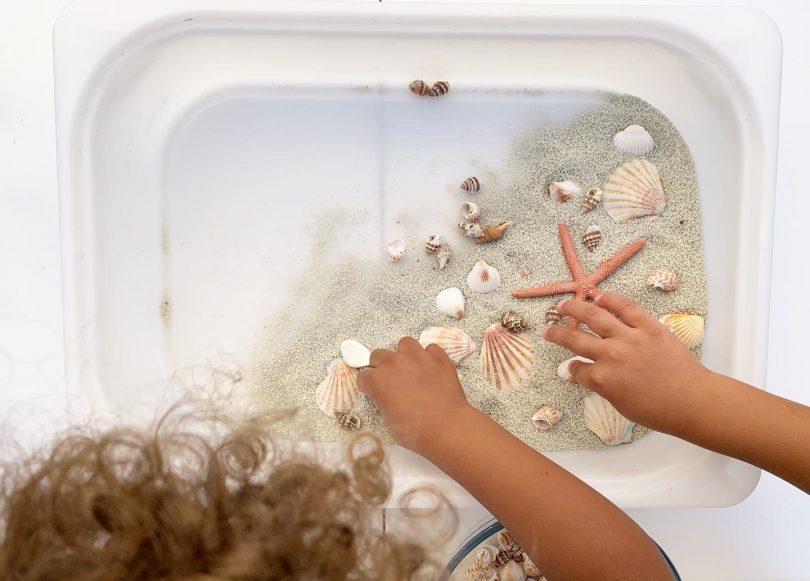 DIY bac sur la mer : disposer les coquillages avec soin