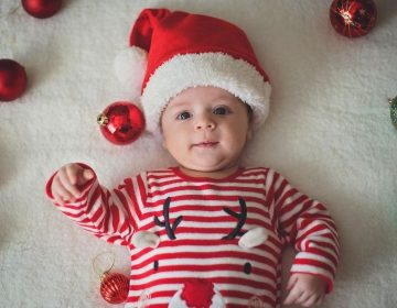 Premier Noël de bébé : vivez un moment magique !