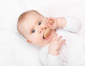 Premières dents de bébé: silence, ça pousse!