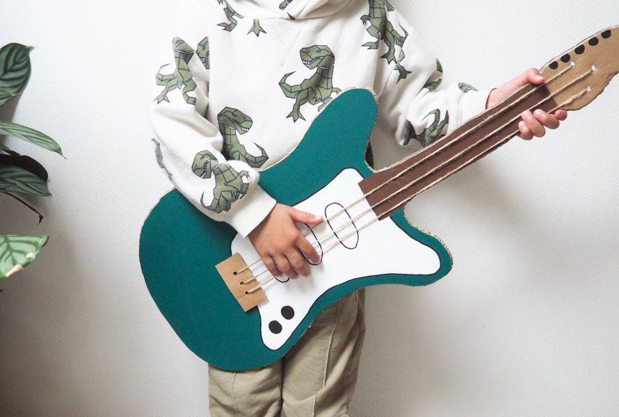 DIY : Fabrique-moi une guitare… en carton !