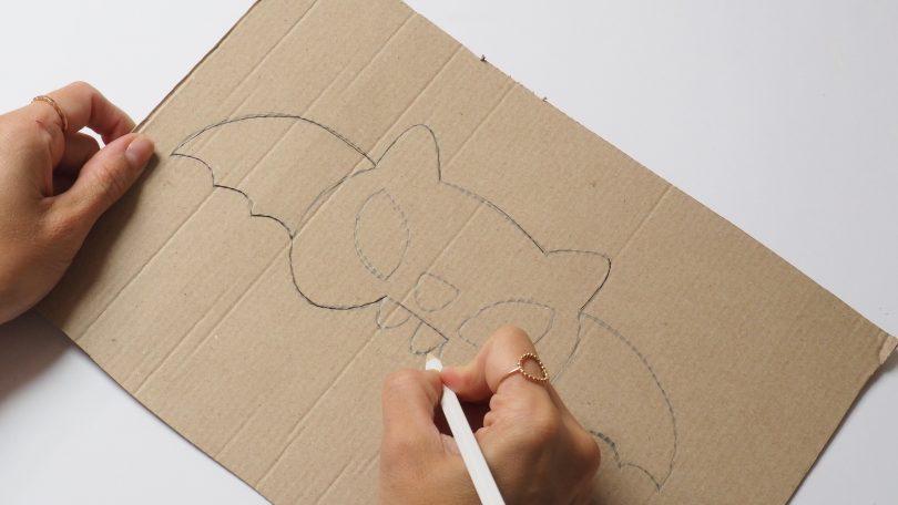 finaliser le dessin du masque chauve-souris spécial Halloween