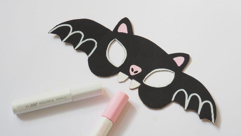 apporter de la couleur au masque d'halloween